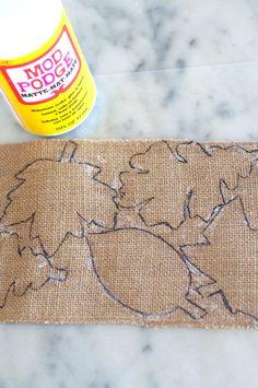 Diy Crafts - Mod podge to keep cut burlap from fraying Burlap Art, Burlap Fabric, Burlap Bunting, Hessian, Twine Flowers, Fabric Flowers, Burlap Crafts, Fabric Crafts, Fabric Art