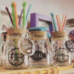 Frascos con vinilo! ✌✌ .  Proximamente TIENDA ONLINE! con envios a todo el pais!!  .  #vinilos #cocina #kitchen #frascos  #deco #home #design #diseño #decor #decoration #decoracion #hogar #cool #onda #colores #retro #vintage #old #homesweethome #handmade #homemade #homevintage #hechoconamor #love #dulcemorada #puertodefrutos . ▶▶Fb!! .com/dulce.morada.1◀◀