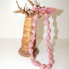 Collier en tissu coton imprimé fleurs rose et fuchsia sur fond jaune blanc