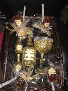 The video consists of 23 Christmas craft ideas. Alcohol Gift Baskets, Liquor Gift Baskets, Alcohol Gifts, Decorated Liquor Bottles, Liquor Bottle Crafts, Decorated Wine Glasses, Mini Liquor Bottles, Bedazzled Bottle, Bling Bottles
