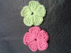Tejemos?! Flor muy facil de 5 petalos, a continuacion les dejo los links que mencione en el video... Tejemos?!: Como hacer margaritas a crochet https://www.y...