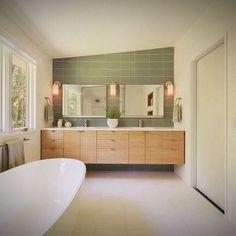 Shut up and take my money! Loving the simplicity of this sleek #midcentury modern inspired bathroom.