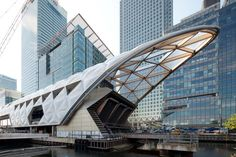 British starchitect Norman Foster is about to finish the grand Crossrail Station in London's Canary Wharf. Futuristic Architecture, Amazing Architecture, Contemporary Architecture, Architecture Design, Foster Architecture, Sustainable Architecture, Residential Architecture, Sustainable Design, Norman Foster