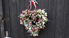 Srdce+z+růžiček+Trvanlivé+srdce+na+několik+sezón+Látkové+růžičky+,látkové+lístky+na+přírodním+senném+základu+++stuhy,+sisal+.+Velikost+33x35cm Floral Wreath, Wreaths, Home Decor, Floral Crown, Decoration Home, Door Wreaths, Room Decor, Deco Mesh Wreaths, Home Interior Design