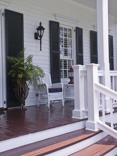 44 incredible farmhouse front porch design ideas - 2020 Home design Front Porch Remodel, Front Porch Makeover, Farmhouse Front Porches, Rustic Farmhouse, White Porch, Front Porch Design, Porch Designs, Front Porch Posts, Front Deck