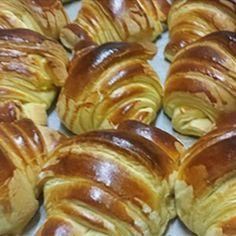Croissant Brioche, Croissant Dough, No Salt Recipes, Sweet Recipes, Cooking Recipes, Portuguese Desserts, Portuguese Recipes, Croissants, Brioche Recipe