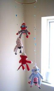 Móvil de monos de calcetín para la habitación del bebé