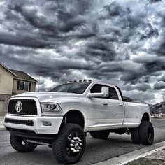 @the.muscle #trucks #truckporn #4x4 #america #nastytrucks #DodgeLeonidas