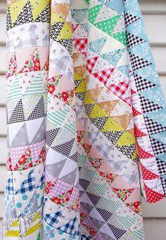 Half Square Triangles Galore ~ A Quilt in Progress (Red Pepper Quilts) Half Square Triangle Quilts Pattern, Half Square Triangles, Square Quilt, Triangle Quilt Tutorials, Scrappy Quilts, Easy Quilts, Blue Quilts, Antique Quilts, Vintage Quilts