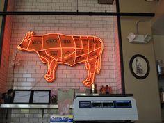 牛 荧光 Cool neon sign hanging in a butcher shop. Restaurant Concept, Restaurant Design, Cafe Organic, Led Neon, Cool Neon Signs, Deli Shop, Local Butcher Shop, Malbec, Lokal