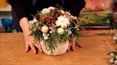 Как сделать своими руками новогоднюю композицию в нашем мастер-классе от Студии флористики и декора Галатея. www.mfgalatea.ru - наш сайт, где вы можете узнат...