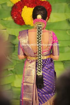 Order Fresh flower poolajada, bridal accessories from our local branches present over SouthIndia, Mumbai, Delhi, Singapore and USA. South Indian Wedding Hairstyles, Bridal Hairstyle Indian Wedding, Bridal Hairdo, Hairdo Wedding, Indian Bridal Makeup, Cute Wedding Dress, Bride Hairstyles, Pattu Sarees Wedding, Bride Hair Flowers