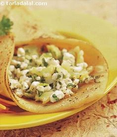Paneer/Cottage Cheese wraps recipe: This a quick to make delcious snack, ideal for breakfast Indian Paneer Recipes, Indian Food Recipes, Asian Recipes, Indian Snacks, Veggie Snacks, Veggie Recipes, Cooking Recipes, Veg Appetizers, Appetisers