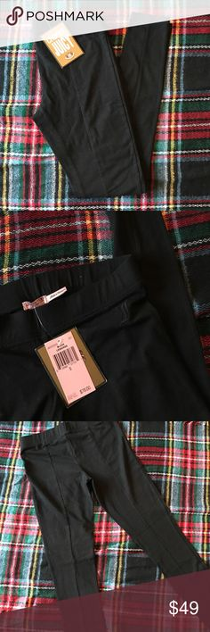 Juicy Couture Leggings NWT - S NWT black leggings from Juicy Couture - All my items come from smoke free and pet free home. Feel free to ask me any questions about my items. I will try to respond in a timely manner. 🙂  🚩 NO TRADES 🚩 NO LOWBALL OFFERS 🚩 NO MODELING  🏷 Please don't inquire about prices in the comments. Make a reasonable offer and I'll either accept, counter, or decline. Juicy Couture Pants Leggings