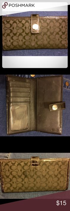 Signature Coach Wallet Gently used. Great condition. Coach Bags Wallets