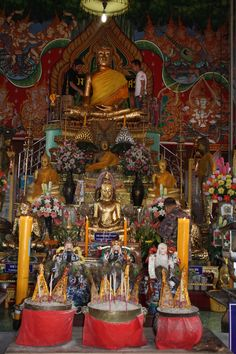 Beautful bright Buddist temple just off the floating market river