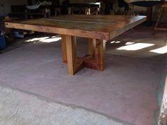 Mesa produzida com peroba rosa