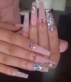 Shared by ℱℛᎯℕℂℰЅℂᎯ. Find images and videos about nails and glitter on We Heart It - the app to get lost in what you love. Bling Acrylic Nails, Best Acrylic Nails, Glam Nails, Rhinestone Nails, Pastel Nails, Pink Bling Nails, Bling Nail Art, Pink Acrylics, Nails Design With Rhinestones