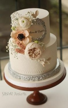 Floral Cake by Sihirli Pastane - http://cakesdecor.com/cakes/266409-floral-cake