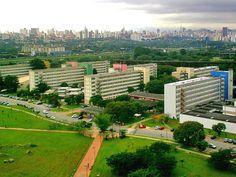Universidade usa produção acadêmica para criar vínculo com sociedade e instituições de ensino do exterior.