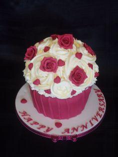 Sugar Rose giant cupcake