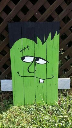 Scary wooden green Frankenstein Halloween decoration made from pallet wood. 18 x 12 x All items are made to order, so it may take up to one week to build and paint. Halloween Wood Crafts, Halloween Tags, Outdoor Halloween, Holidays Halloween, Holiday Crafts, Wooden Halloween Signs, Pallet Halloween Decorations, Halloween Decorating Ideas, Thanksgiving Wood Crafts