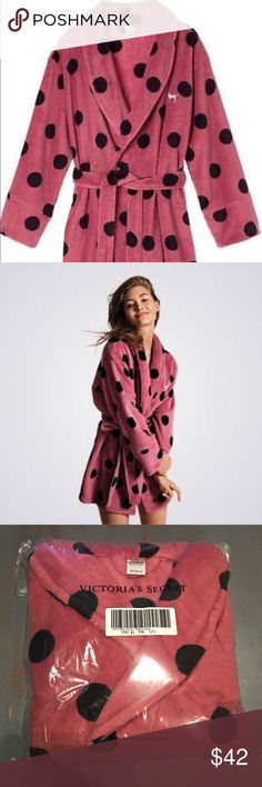 Victoria's Secret PINK Super Plush Robe NWT💋 BRAND NEW in package Victoria's Secret PINK super plush and super cozy polkadot robe in the trendy pink begonia color. Super soft and fluffy and will always keep you warm! Size M/L💋 PINK Victoria's Secret Intimates & Sleepwear Robes