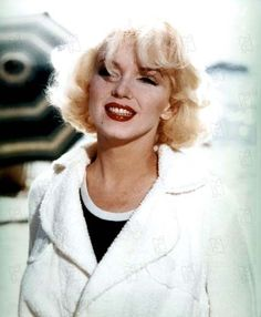 Marilyn Monroe with a beautiful red lipstick!