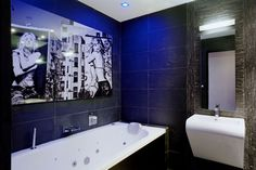 une salle de bains rock