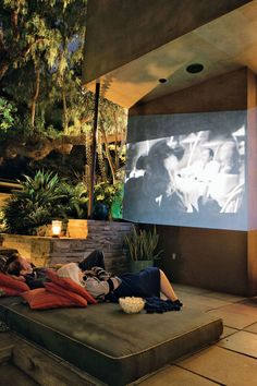 Movie night done right: daybed mattress on the floor, outdoor projector and… Outdoor Spaces, Outdoor Living, Outdoor Projector, Interior And Exterior, Exterior Design, Outdoor Cinema, Outdoor Theatre, Outdoor Movie Nights, Roof Styles