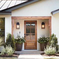 front door inspiration wood front door with big windows home decor inspiration entryway landscaping inspiration Design Exterior, Exterior Paint, Exterior Siding, Ranch Exterior, Diy Exterior, Simple House Exterior, Exterior House Lights, Wood Exterior Door, Rustic Exterior