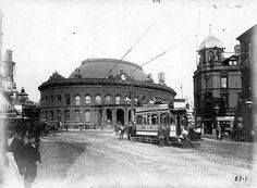 The Corn Exchange opened 1863 Briggate Leeds from Leeds Back in the Day. Leeds England, Yorkshire England, West Yorkshire, Back In Time, Back In The Day, Old Pictures, Old Photos, Leeds Corn Exchange, Leeds City