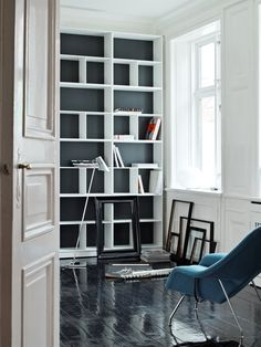 Montana bookcase by Peter J Lassen from Montana and Womb Chair by Eero Saarinen from Knoll International