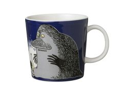 """This dark blue Moomin mug by Arabia from 2005 features the Groke looking at a night light. It's beautifully illustrated by Arabia artist Tove Slotte-Elevant and the illustration can be seen in the original book """"Moominland Midwinter"""" by Tove Jansson. Moomin Shop, Moomin Mugs, Porcelain Mugs, Ceramic Cups, Tove Jansson, Tea Art, Tea Cup Set, Marimekko, Mug Cup"""