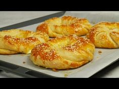 Ιδιαίτερα τυροκουλούρια αφρός | Foodaholics Special Feta Cheese Bagels - YouTube Greek Sweets, Greek Desserts, Greek Recipes, Rose Bakery, Kitchen Recipes, Cooking Recipes, No Carb Bread, Greece Food, Eat Greek