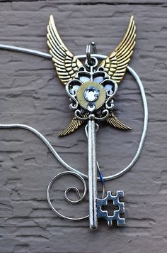 Beautiful steam punk key necklace