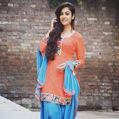 Image may contain: 1 person, standing Punjabi Girls, Punjabi Dress, Punjabi Suits, Cute Girl Pic, Cool Girl, Patiyala Suit, Indian Women Painting, Long Indian Hair, Patiala Salwar Suits