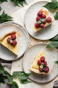 Raspberry Lemon Curd Cheesecake | #lemoncurd #cheesecale #lemoncurdcheesecake #cheesecakecrust #piecrust #lemoncheesecake #raspberrycheesecake #summerdesserts #springdesserts #homemadecheesecake | twocupsflour.com