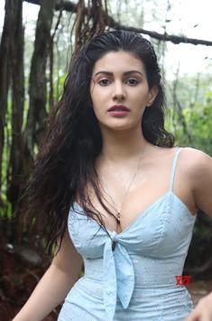 Beautiful Girl Indian, Beautiful Girl Image, Most Beautiful Indian Actress, Cute Beauty, Beauty Full Girl, Beauty Women, Beautiful Bollywood Actress, Beautiful Actresses, Indian Actress Hot Pics