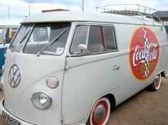 Coca-Cola Split Screen - Veedubin at the Beach Volkswagen Transporter, Vw T1, Vintage Volkswagen Bus, Volkswagen Group, Coca Cola, Vintage Vans, Vw Camper, Custom Cars, Vw Vans