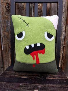 peluche coussin oreiller de Zombie cadeau par telahmarie sur Etsy