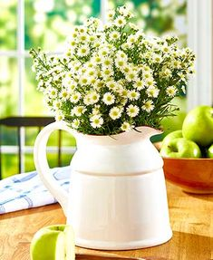 Accent your country-inspired home with this Ceramic Country Crock Vase. It looks fabulous holding a big bouquet of wild flowers on an entryway table or empty as Flower Vases, Flower Arrangements, Floral Arrangement, Vase Haut, Country Farmhouse Decor, Farmhouse Table, Country Chic, Country Living, French Country