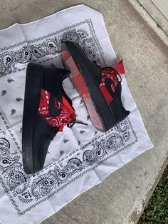 Bandanna Air Force by ᴄʀᴇᴀᴛᴇ ʏᴏᴜʀ ᴠɪsɪᴏɴ All Nike Shoes, Nike Shoes Air Force, Sneakers Nike, Custom Sneakers, Custom Shoes, Lil Uzi Vert Style, Jordan 13 Black, Logo Shoes, Air Force 1