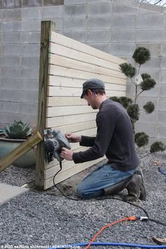 DIY: Modern Wood Fence and Gate (Courtyard Edition) I need a few sections of thi. DIY: Modern Wood Fence and Gate (Courtyard Edition) I need a few sections of this in my back yard for privacy . Diy Fence, Backyard Fences, Fence Gate, Backyard Projects, Backyard Landscaping, Fence Ideas, Fancy Fence, Yard Fencing, Patio Fence