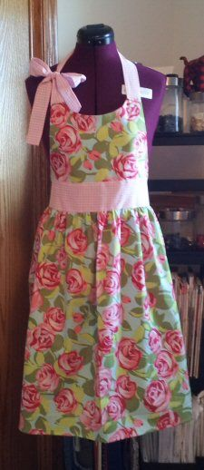 Stacy Sews - Diary of a Fabric Junkie » Valentine Aprons> Thankful Apron made from pattern in an already-saved tutorial