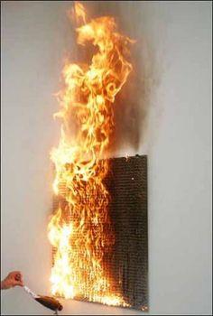Bernard Aubertin, vue de l'exposition «Tableaux de feu et monochromes», 2010. Mise à feu d'un Tableau-feuCourtesy Galeri...