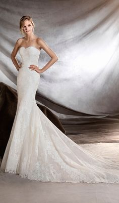 Try this spectacular mermaid wedding dress, fitted to the hips with strapless neckline. Skims the figure for a wonderfully feminine look. A magnificent creation in tulle with lace details. From Pronovias. Available at Schaffer's in Des Moines, Iowa. Wedding Dress Info: PRONOVIAS – STYLE ORILLA.