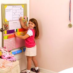 This clever all-in-one hanging folder system organizes your child's schoolwork and books that lie all over the kitchen counter, stuck to the fridge door or (unfortunately) dumped in the recycling bin. The Homework Caddy was created to eliminate all the clutter while make remembering due dates easy.Choose from a multicolor, pastel, sport theme, or zebra print caddy.This caddy includes:-(1) dry erase board & calendar combo-(1) dry erase marker-(2) stick-on hooks for hanging