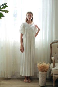 e3623316efc418 Amazing white Nightie Round neck Female Twocolor | ClothesShow Spitze  Nachthemd, Prinzessin, Baumwolle,