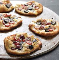 Roasted Garlic Pizzetta with California Grapes and Blue Cheese